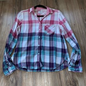 American Eagle plaid long sleeve button up shirt
